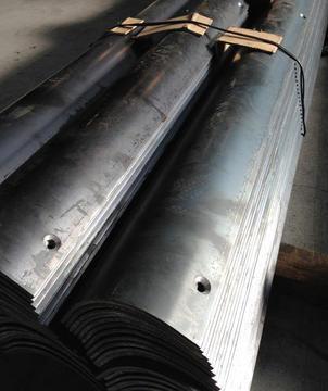 鉄板曲げと穴あけ加工