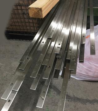 4メートルのSUSフラットバー5x19の切断と穴あけ加工