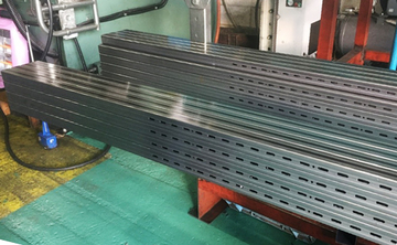別注対応のスリット加工(長さ3メートル、スリット無し部分約50cm)